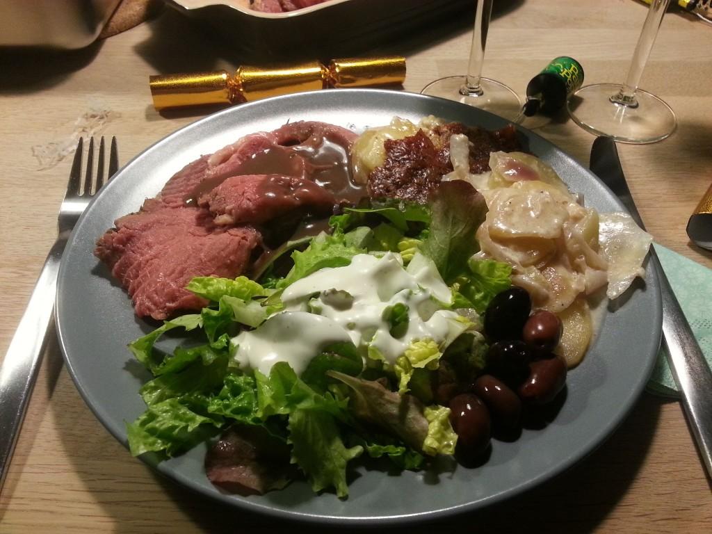 Nytårshovedretten anno 2012. Kalvefilet med flødekartofler og frisk salat - GUF!